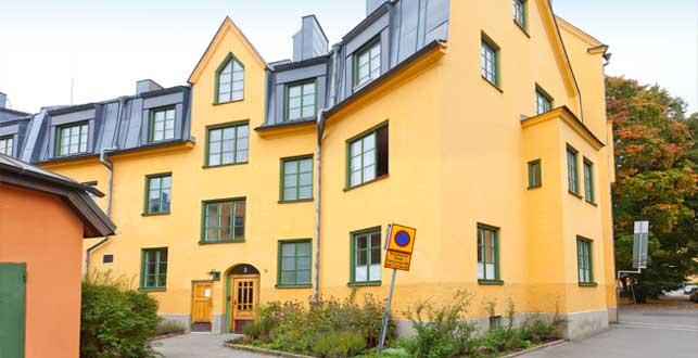 Brf Lövsmygen 1 sett från Lilla Aspuddsvägen
